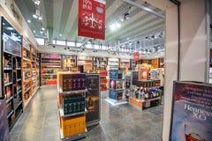 MOSCOU, RUSSIE - VERS EN NOVEMBRE 2017 : Boutique hors taxe dans l'aéroport de Sheremetyevo Photos libres de droits