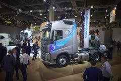 MOSCOU, SEPT, 5, 2017 : Vue sur l'objet exposé de type traversin gris de Volvo FH 460 de camion sur l'exposition ComTrans-2017 de Photos stock