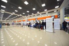 Passagers dans l'aéroport de Sheremetyevo Photo libre de droits