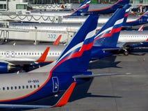 Moscou - une rangée des avions possédés par Aeroflot Image libre de droits