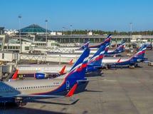 Moscou - une rangée des avions possédés par Aeroflot Images stock