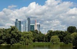 Moscou-ville de centre d'affaires, panorama, vue de parc image libre de droits