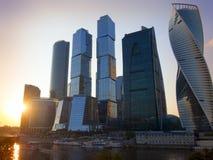 Moscovo-cidade, Rússia Centro de negócios do International de Moscovo No por do sol Foto de Stock