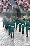 Partes traseiras dos soldados do protetor de honra do regimento presidencial Fotos de Stock Royalty Free