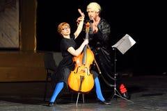 Jogo de V.Yaremenko e de O.Vorozhtsova em bruxas musicais de Eastwick Fotos de Stock Royalty Free