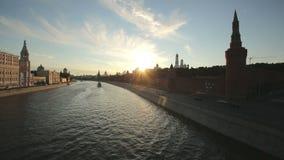 Moscovo kremlin no por do sol vídeos de arquivo