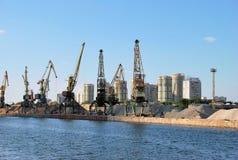 Moscovo. Porta do norte da carga do rio. Imagem de Stock Royalty Free