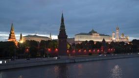 Moscovo, Rússia Opinião da noite da terraplenagem do Kremlin vídeos de arquivo