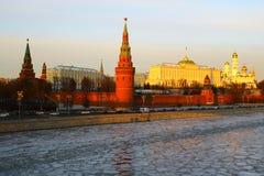 Moscovo, Rússia Vista ao Kremlin de Moscou no por do sol Fotografia de Stock Royalty Free