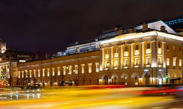 moscow Взгляд ночи театра Maly государства академичного, прохода Tretyakov E стоковые фотографии rf