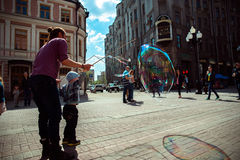 moscow Улица Arbat Воздуходувка ребенка и пузыря Стоковые Фотографии RF