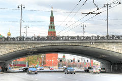 Moscow. Bolshoy Kamenny Bridge and Kremlin embankment Stock Photography