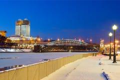 moscow Byggnaden av den ryska akademin av vetenskaper på stranden fotografering för bildbyråer