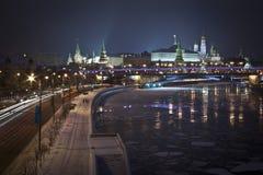 Moscow flod och Kremlin Arkivbild