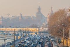 moscow flodrussia smog torsdag November 20 2014 Väder: Sol s Royaltyfri Bild