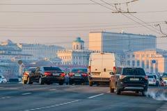 moscow flodrussia smog torsdag November 20 2014 Väder: Sol s royaltyfria bilder