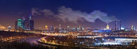 Moscow horisont på natten Arkivfoton