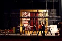 Skådespelarear dansar på repetitionen i slott på Yauza fotografering för bildbyråer