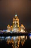 MOSCOW-JANUARY 5 :拉迪森皇家旅馆在1月5,2014的晚上在莫斯科,俄罗斯。拉迪森皇家旅馆,莫斯科是hist 免版税图库摄影
