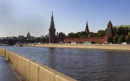 Moscow Kremlin beskådar royaltyfri fotografi