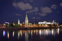Moscow Kremlin horisont på natten Royaltyfri Fotografi