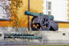 Moscow Kremlin. Old cannons put along the yellow wall. Stock Photography