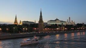 Moscow Kremlin på natten arkivfilmer