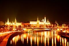 Moscow Kremlin på natten Arkivfoton