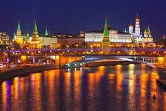 Moscow Kremlin på natten Royaltyfria Foton