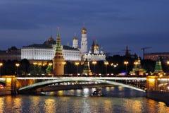 Moscow Kremlin på natten Färgfoto Royaltyfria Bilder