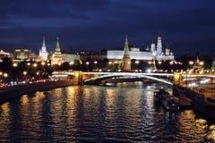 Moscow Kremlin på natten Färgfoto Royaltyfri Bild