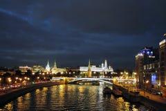 Moscow Kremlin på natten Färgfoto Royaltyfri Foto