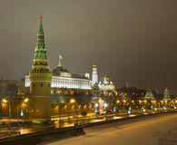 Moscow Kremlin på natten i vinter Arkivbilder