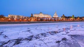 moscow kremlin Storslagen Kremlslott i vinter Arkivfoto