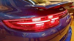 moscow Luty 2019 Tylni taillights nowy błękitny Porsche Panamera Turbo z przetwórczym tylni aerodynamicznym psujem Pada krople zdjęcie stock