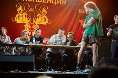 Juryn bedömer tatueringen på klubban ARENA-MOSCOW Royaltyfri Bild