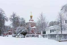 moscow Morgon nära den Novodevichy kloster Royaltyfria Bilder