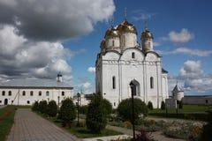 Moscow region, Mozhaisk. Luzhetsky kloster. Arkivfoto