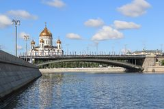 Moscow River, Bolshoy Kamenny Bridge and the Cathedral of Christ the Savior in Moscow royalty free stock photos