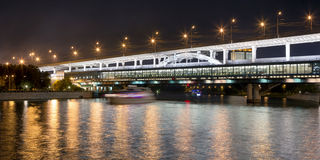 Moscow River, Luzhnetskaya Bridge (Metro Bridge) and promenade Royalty Free Stock Images
