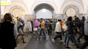 moscow Rosji Maj 31st 2018 Materiał filmowy, ludzie Chodzi w Moskwa metrze zdjęcie wideo