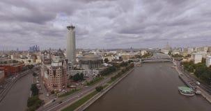 moscow Rosji Widok z lotu ptaka Rosyjscy kulturalni centrum «Czerwoni wzgórza zawiera centrum biznesu «brzeg rzeki góruje «, Mosk zdjęcie wideo