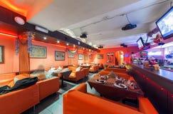 MOSCOW/RUSSIA - 2014年12月 内部印地安现代艺术咖啡馆 库存照片