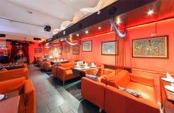 MOSCOW/RUSSIA - 2014年12月 内部印地安现代艺术咖啡馆 库存图片