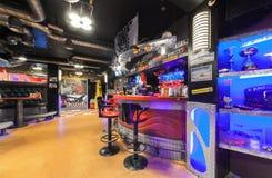 MOSCOW/RUSSIA - 2014年12月 内部现代咖啡馆俱乐部 免版税图库摄影
