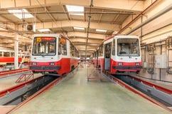 MOSCOW/RUSSIA - 2014年6月;在集中处里面的电车 Krasnopresnenskaya电车集中处, Strogino 库存照片