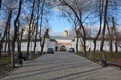 moscow russia Andronikov kloster Väggar och står hög Arkivfoton
