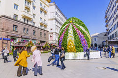 MOSCOW, RUSSIA-11 APRIL, 2017: a giant Easter egg in Kamergersky. Lane. Pedestrian tourist street of Moscow Royalty Free Stock Photography