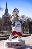 moscow russia Arpil 13, 2018, den officiella maskot av FIFA Worl Arkivbild