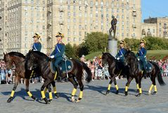 The cavalry honorary escort of the Presidential Regiment speaks against the background of the monument to the heroes of the First Stock Photos